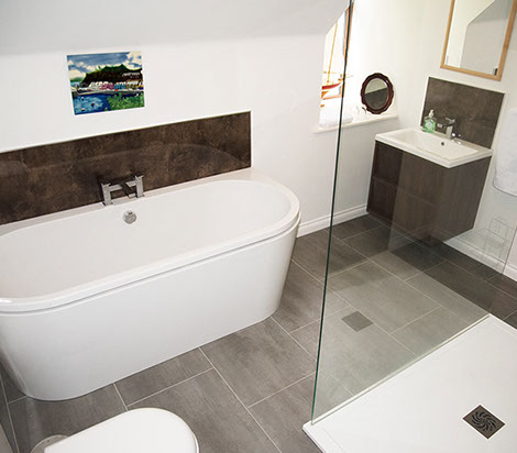 en suite bathroom in our Portree Self catering